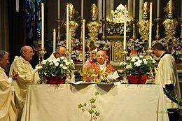 Il cardinal Tettamanzi a Vittuone nel maggio 2012 durante le celebrazioni per la festa patronale della Santa Croce.