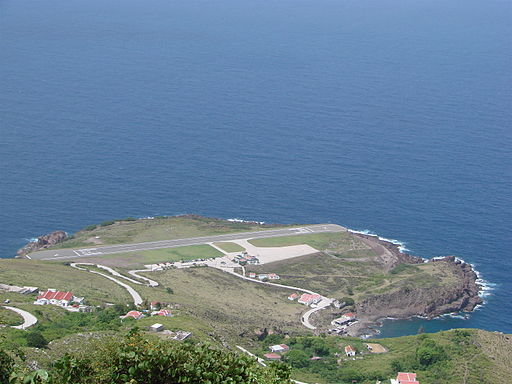 The (very short) runway of Saba Airport