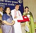 The Union Minister for Youth Affairs and Sports Shri Sunil Dutt presenting Indira Gandhi National Service Scheme's Volunteer Award for the year 2002-03 to Ms. Vandana Anand (of Kesharwani Mhavidyalaya Jabalpur.jpg