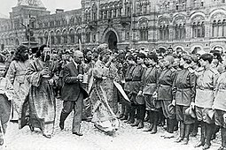 Tikhon mitropolit and russian soldiers 1917 in Moskow Krasnaja square.jpg