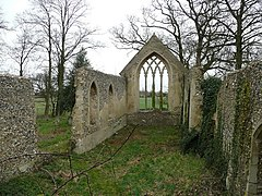 Tivetshall St. Mary church ruin 2 - geograph.org.uk - 741711.jpg