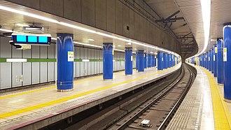 Iwamotocho Station - Image: Toei subway S08 Iwamotocho station platform 1 2 20170512 162204