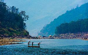 ఈశాన్య భారతంలోని మిజోరాం రాష్ట్రం గుండా ప్రవహించే తొపుయి నది.