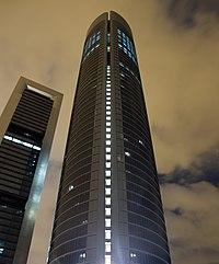 Torre Sacyr Vallehermoso de noche - at night.jpg