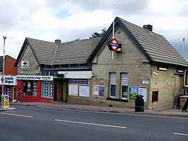 Totteridge & Whetstone stn building.JPG