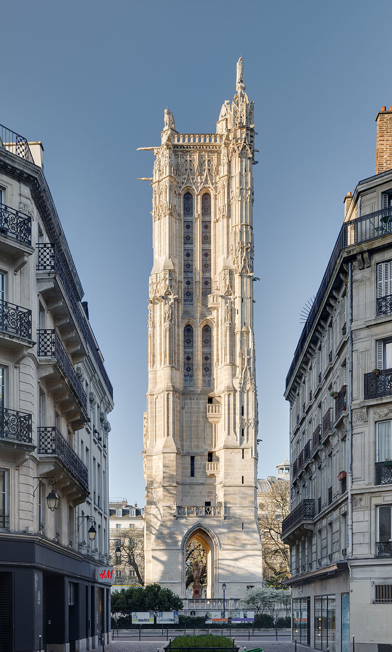 La tour Saint-Jacques, au lever du soleil, depuis la rue Nicolas-Flamel, à Paris.  (définition réelle 4251×7057)