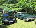 Toyota Supra (A80) et Buick LeSabre (première génération).jpg