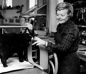 Tuulikki Pietilä - Tuulikki Pietilä at her study in 1964.