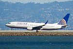 United Airlines Boeing 737 (32699148012).jpg