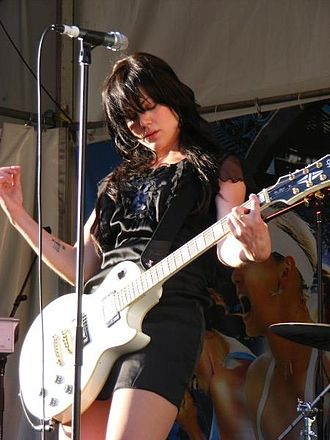 Vanessa Amorosi - Amorosi performing live in 2008
