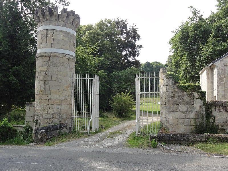 Château de Vauxbuin, portail