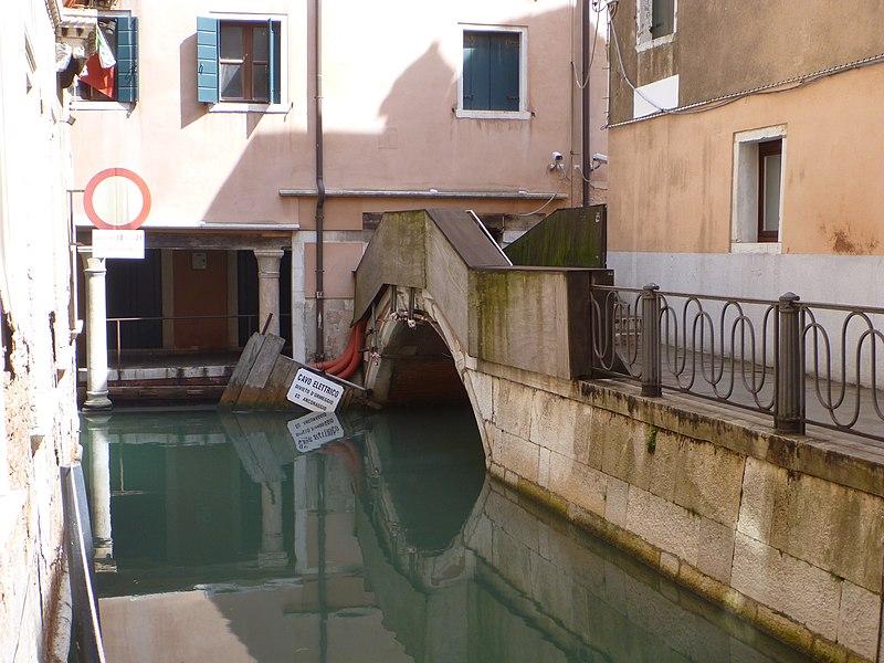 File:Venezia SM Ponte San Cristoforo20120422.jpg