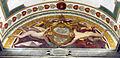 Vestibolo quadrato, lunetta di accesso con affreschi di daniele da volterra e stemma di giulio III 01.JPG