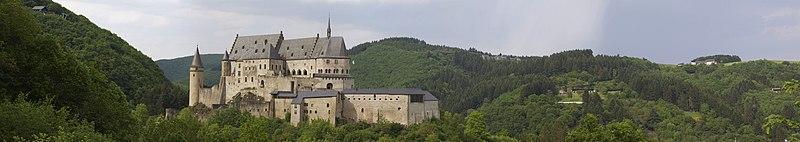 File:Vianden Chateau.jpg
