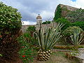 Villa Mulini - Garten Blick zum Leuchtturm 2.jpg
