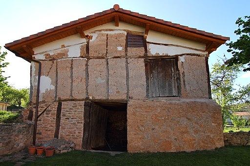 Villagalijo, casa de adobe
