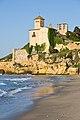 Vista del Castell de Tamarit des de la platja d'Altafulla.jpg