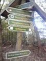 Wegweiser zwischen Kelbra und Kyffhaeuser (Denkmal Weissenburg 0,8 km).jpg