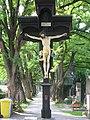 Westfriedhof Innsbruck Südlicher Teil Kruzifix 2.jpg