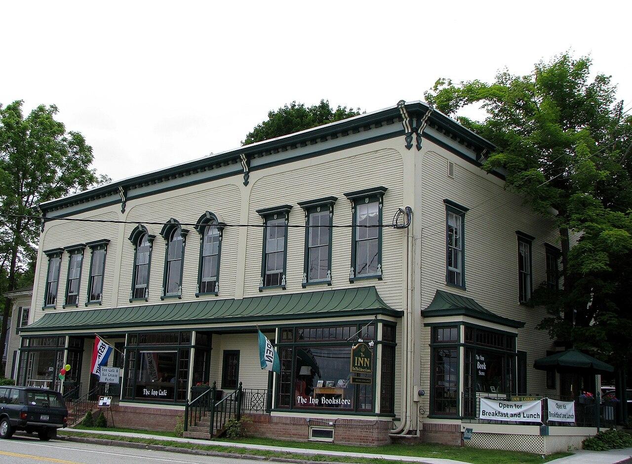 File westport inn annex westport wikipedia for The westport