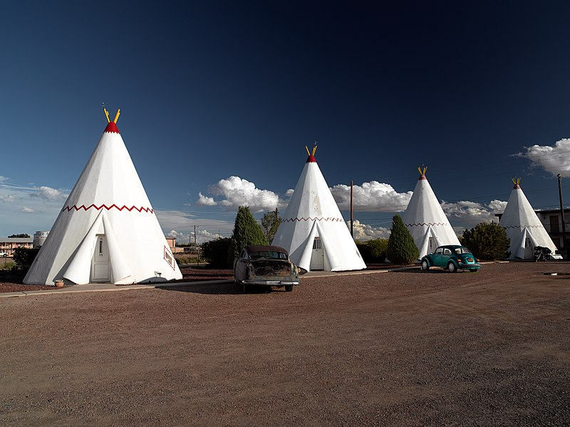 Datei:Wigwam Motel, Holbrook, AZ 04048u edit.jpg