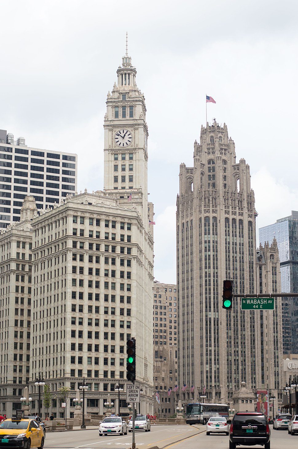 Wrigley-Building-and-Tribune-Tower-01