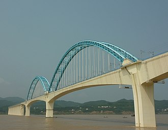 Yichang−Wanzhou Railway - The Yichang Railway Bridge over the Yangtze River near the eastern terminus of the railway in Yichang.