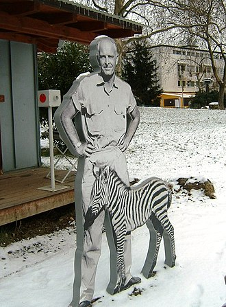 Bernhard Grzimek - Grzimekstatue in the Frankfurt Zoo