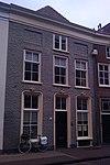 foto van Pand met gesausde lijstgevel, verdieping en schilddak, in oorsprong laat-middeleeuws