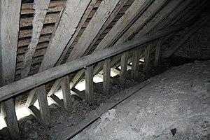 Post (structural) - Image: Église Saint André d'Hébertot charpente pieds de chevrons