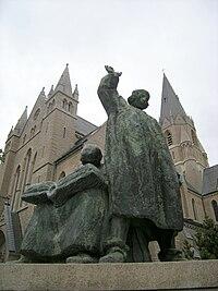Örebro Olaus Petri kyrka staty.JPG
