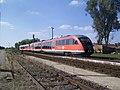 Örkény vasútállomás ABpmot 2913 sz személyvonat 2011-08-17.JPG