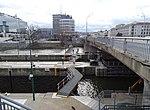 Štvanice, vrata plavebních komor, pohled podél Hlávkova mostu k Wilsonově ulici.jpg