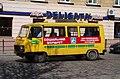 Автобус соціального маршруту на площі Соборній у Львові.jpg