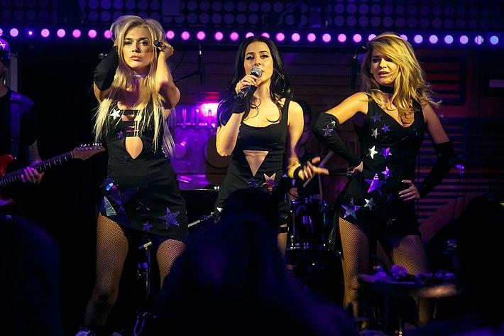 Видео самых эротических откровенных муз концертов женских муз груп