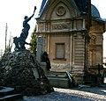 Пам'ятник на могилі Володимира Барвінського (передній план) і гробівець Шашкевичів.jpg