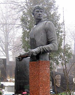 Vladimir Smirnov (fencer) - Statue on the grave