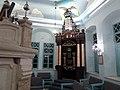 ארון הקודש בקיר המזרחי של בית הכנסת.JPG