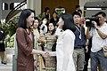 นางพิมพ์เพ็ญ เวชชาชีวะ ภริยา นายกรัฐมนตรี ส่งภริยา นาย - Flickr - Abhisit Vejjajiva.jpg