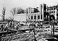 記念館跡を片付ける学生たち(1923年).jpg