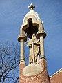 035 Hospital de Sant Pau, templet amb l'estàtua de Sant Pau vora la reixa d'entrada.JPG