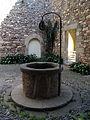 065 Castell cartoixa de Vallparadís (Terrassa), pou al claustre.JPG