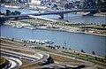 196R08180890 Donauturm, Blick vom Donauturm, Bereich Reichsbrücke, Schiffsanlegestelle, Donauinsel, Handelskai.jpg