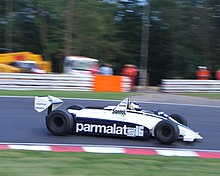 Photo de Christian Glaesel pilotant une Brabham BT49D.