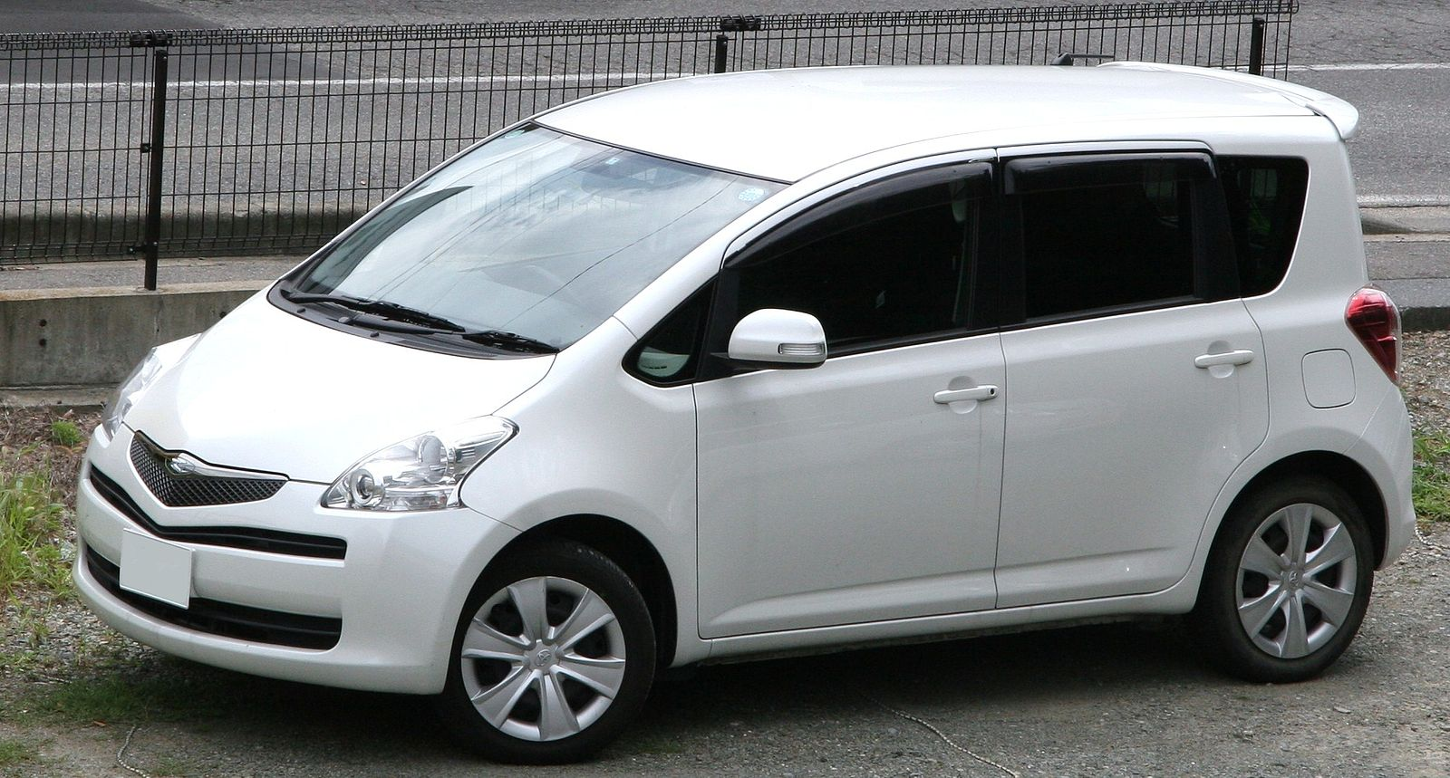 Toyota Ractis - Wikipedia