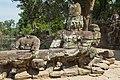 2016 Angkor, Preah Khan, Rzeźby strażników przed wejściem (02).jpg