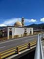 2017 Bogotá la mezquita Abou Bakr Alsiddiq desde el puente de la calle 80 con carrera 30.jpg