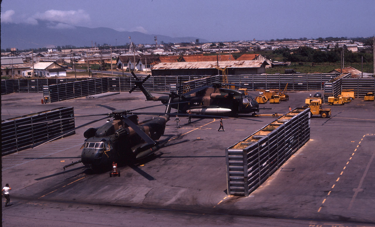 hh 53 helicopter with File 37th Arrsq Revetments  Danang  Rvn 1970 71 on Military Helicopters May Get Gunshot Location System in addition 370769264170 likewise 21287413163 together with  furthermore Avions et helicopteres militaires au 187 4676445.