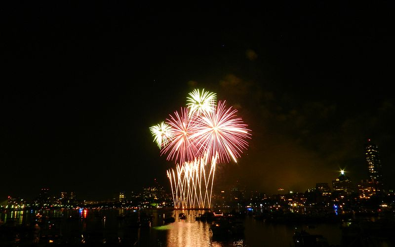 Memorial Drive offers spectacular views of Boston's Independence Day fireworks display. Image via Wikimedia Commons.