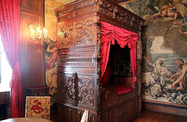 Decoration Simple Chambre Fille : Français  Chambre à coucher meublé dun lit, château de Pau